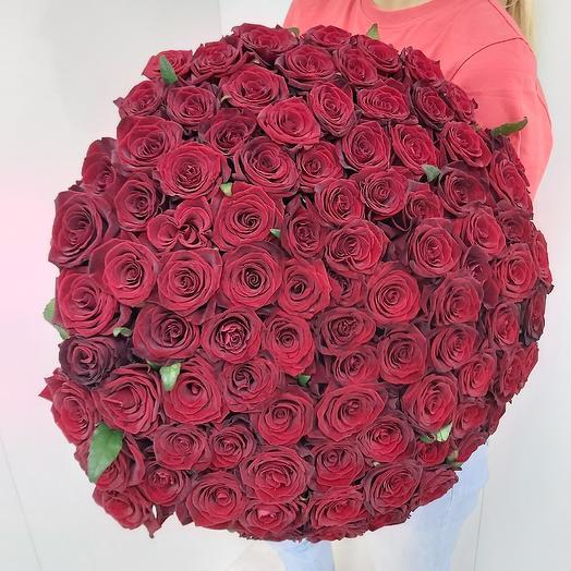 Букет из 101 алой розы: букеты цветов на заказ Flowwow