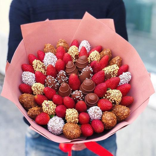 """A bouquet of Chocolate-covered Strawberries """"Nut"""""""