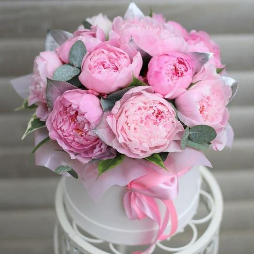 11 пионов в шляпной коробке: букеты цветов на заказ Flowwow