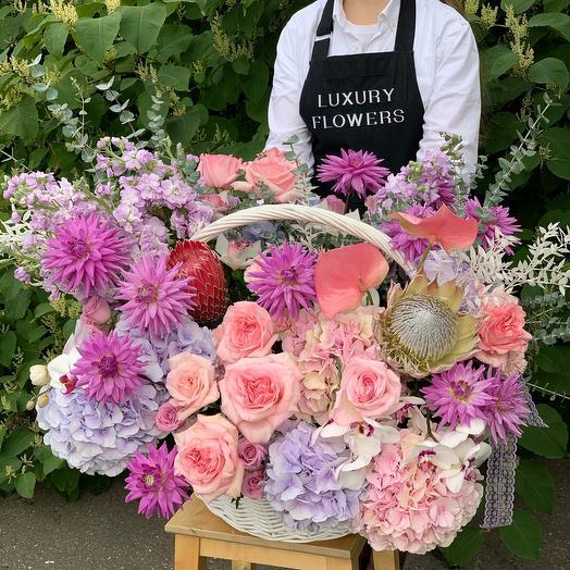 Корзина с цветами Luxury Flowers Цветочная Сказка