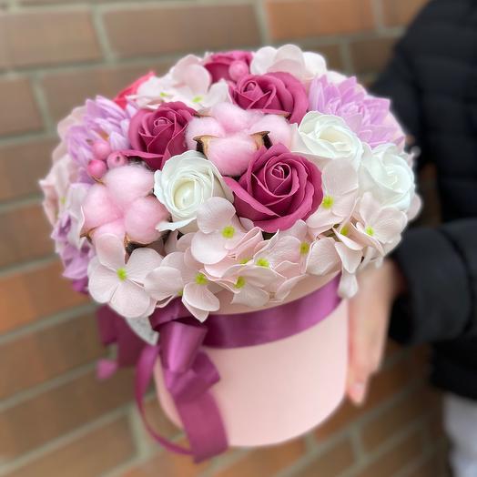 Коробочка с мыльными цветами и сухоцветами