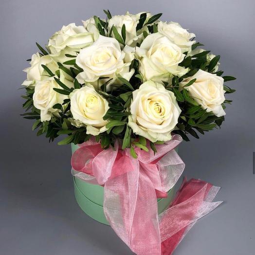 Цветы в коробке «Волшебство» 15 белых роз