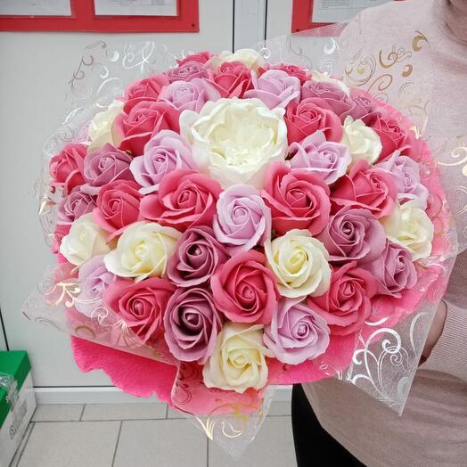 Чудесный букет из 41 мыльного цветка