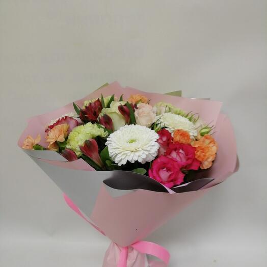Букет с розами, гермини и лунной гвоздикой