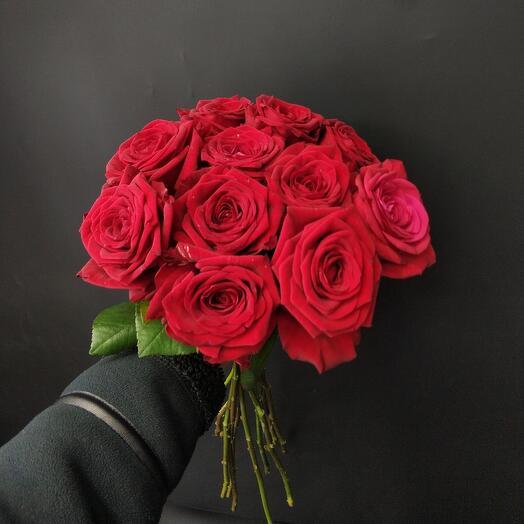 11 красных роз 50см