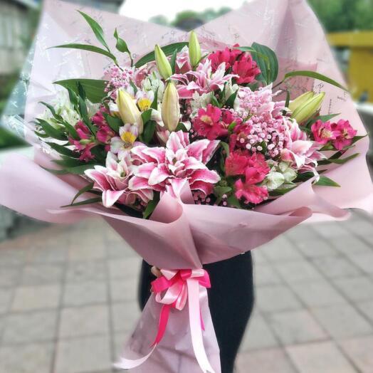 Букет из лилии и альстромерии