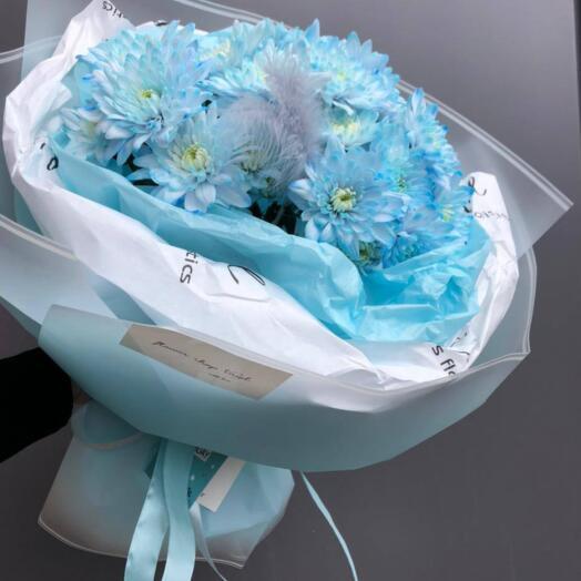 Букет из голубой хризантемы
