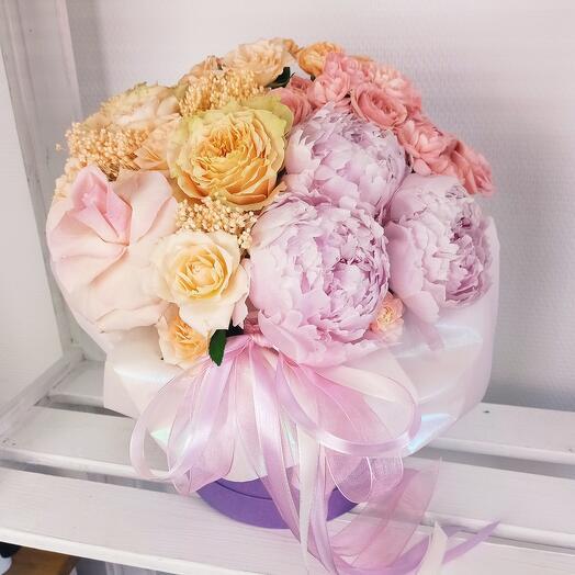 """""""Все цветы для тебя"""" С пионами и розами в шляпной коробке"""