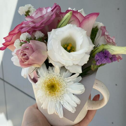 Цветы в чашечке