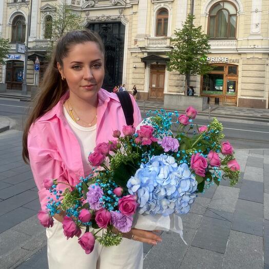 Гортензия с Пионовидными розами