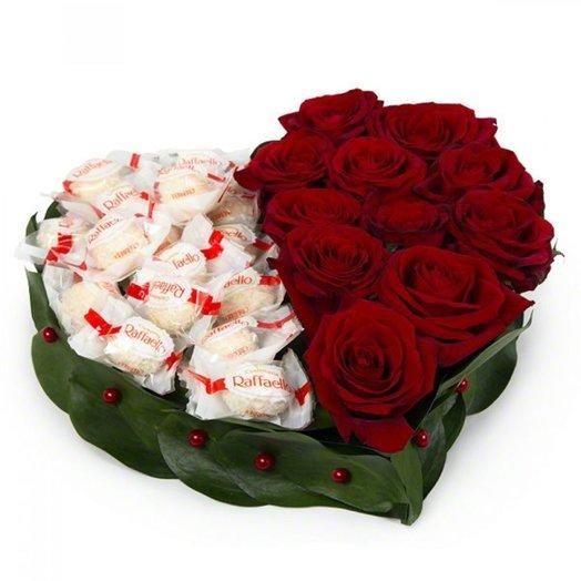 Сердце с розами и конфетами Rafae o: букеты цветов на заказ Flowwow