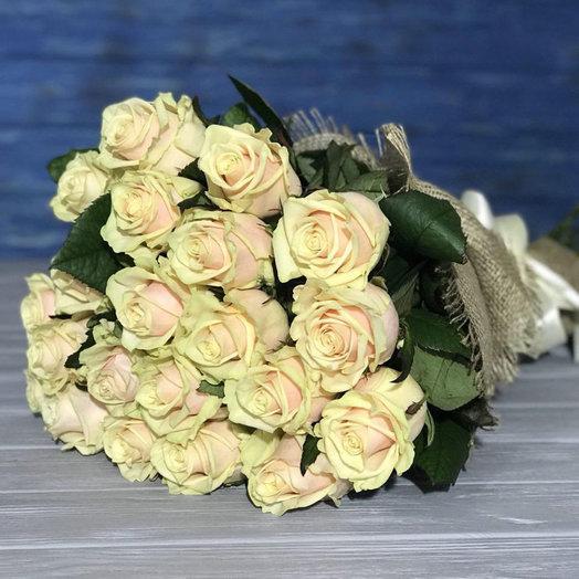 21 троянда в мішковині
