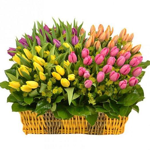"""Корзина разноцветных тюльпанов """"Фонвьей"""": букеты цветов на заказ Flowwow"""