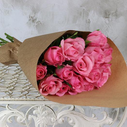 Букет из 15 розовых роз 40 см в крафте