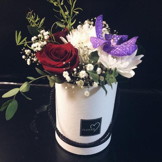 Шляпная коробка из сборных цветов
