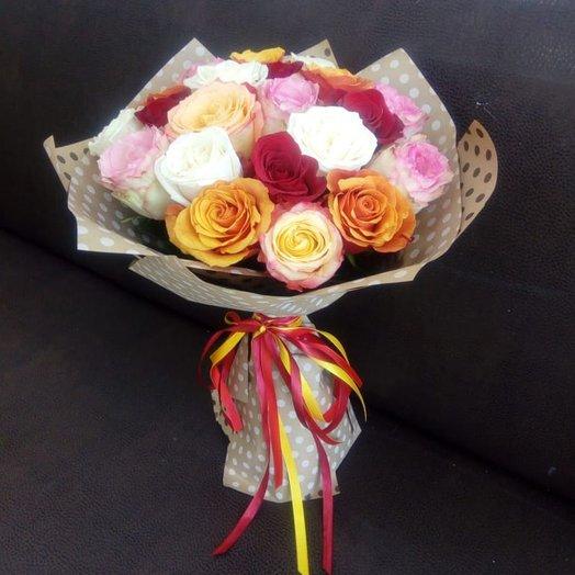 21 разноцветная роза в крафте. Код 180084