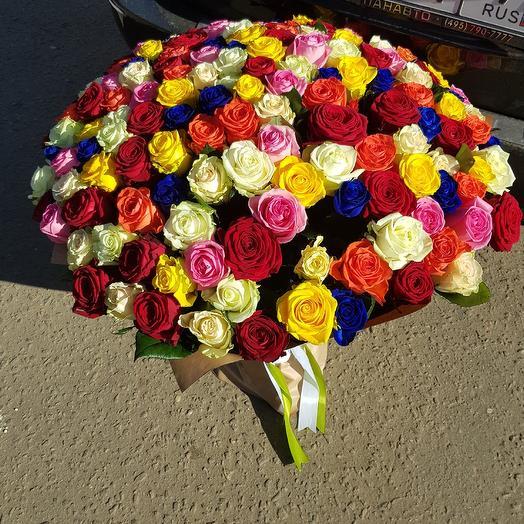 Радуга из 151 розы: букеты цветов на заказ Flowwow