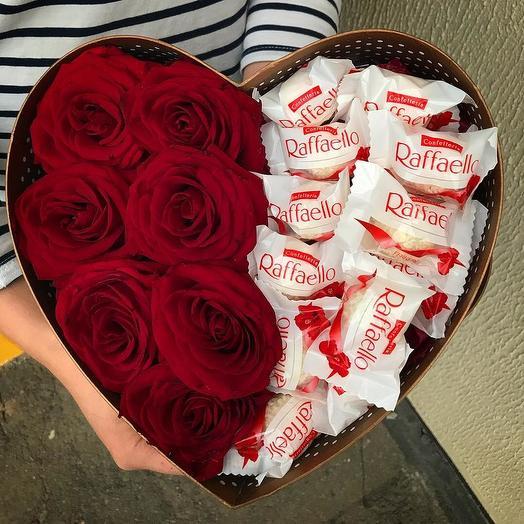 Роза в коробке с рафаэллой: букеты цветов на заказ Flowwow