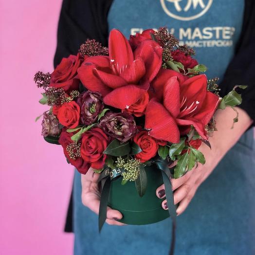 Коробка подарочная красная: букеты цветов на заказ Flowwow