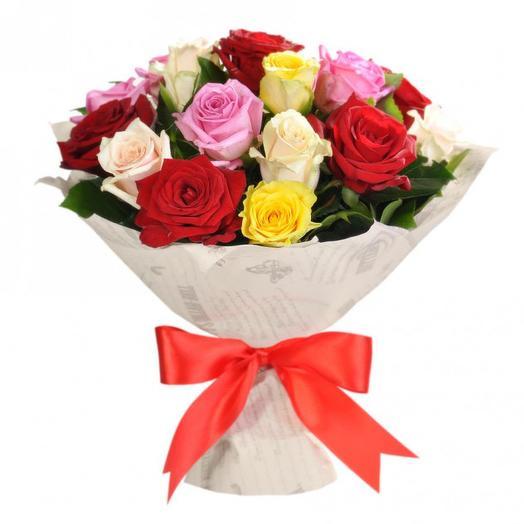 Букет разноцветных роз 15шт