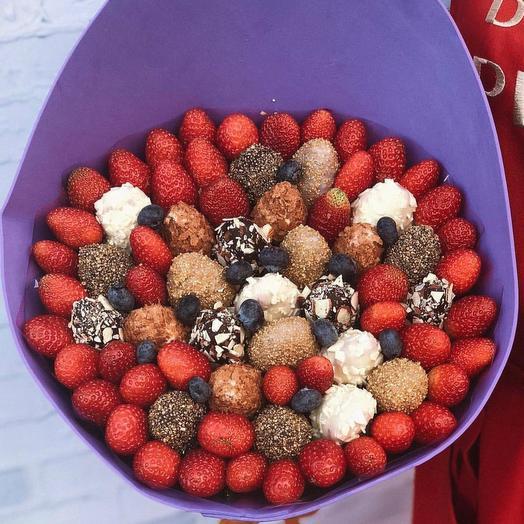 Букет из клубники в бельгийском шоколаде и без: букеты цветов на заказ Flowwow
