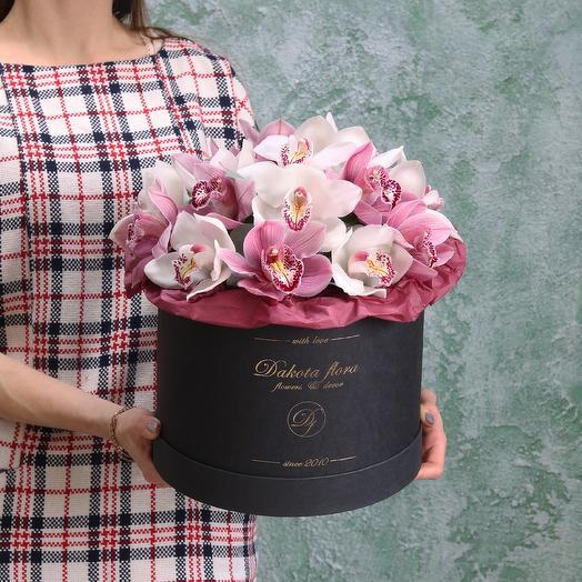 Орхидея в черной коробочке: букеты цветов на заказ Flowwow