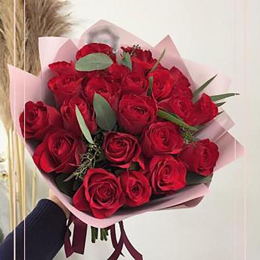 Роза с зеленью: букеты цветов на заказ Flowwow