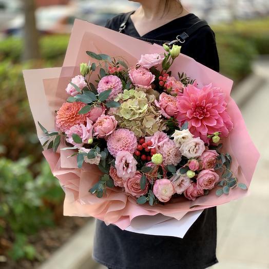 Прекрасный букет с розой,гортензией и георгинами: букеты цветов на заказ Flowwow