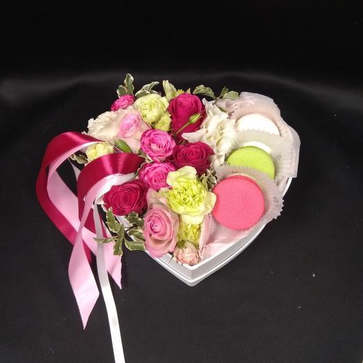 Композиция - Сердце с макаруни: букеты цветов на заказ Flowwow