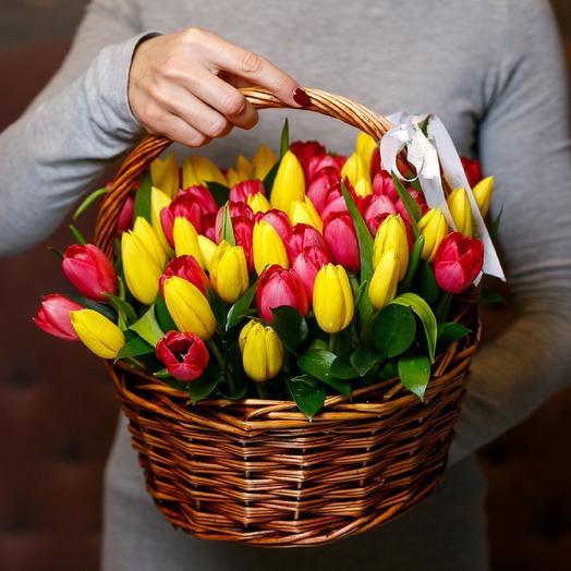 45 тюльпанов в корзине: букеты цветов на заказ Flowwow