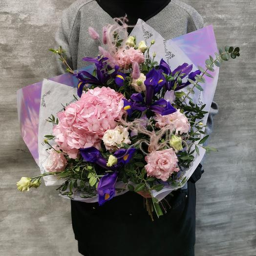 Нежный букет с гортензией: букеты цветов на заказ Flowwow