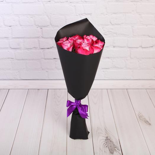 Букет 11 роз Дип Перпл Эквадор 50 см в черном крафте