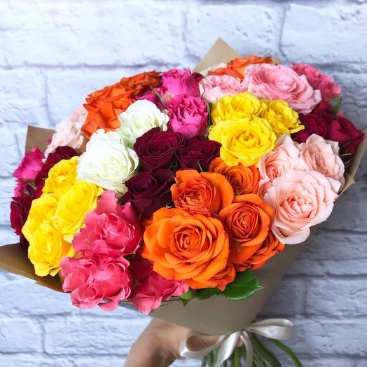23 разноцветные кустовые розы