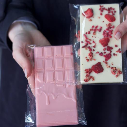Белый и розовый шоколад с сублимированными ягодами