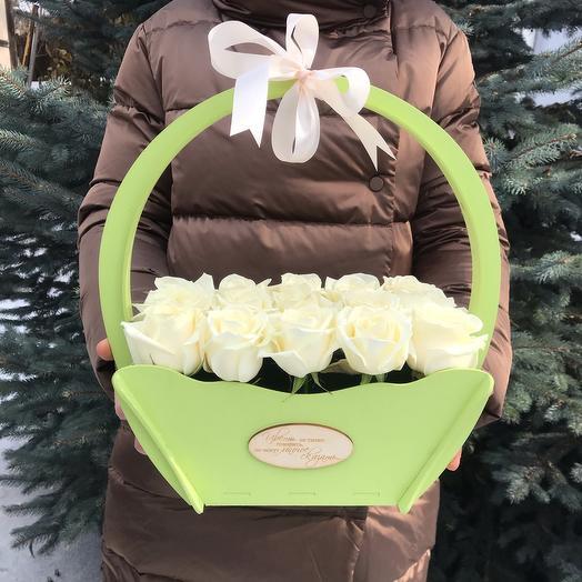 Корзина белых роз