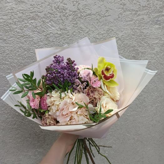 Букет с гортензией, сиренью и ассорти цветов