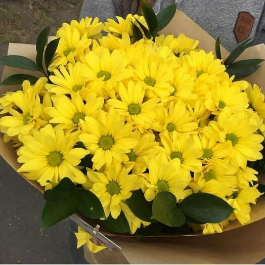 Жёлтый хризантема в крафте