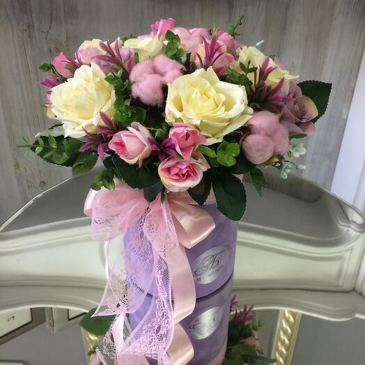 Интерьерная композиция из декоративных цветов