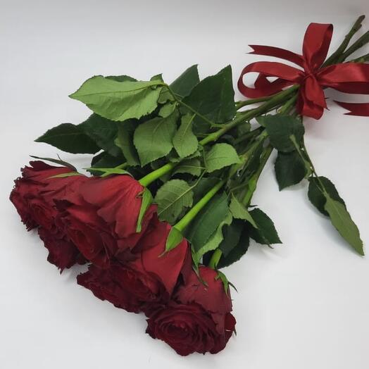 7 роз в ленте