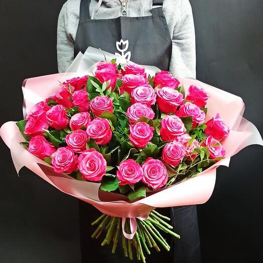 Букет вишневых роз