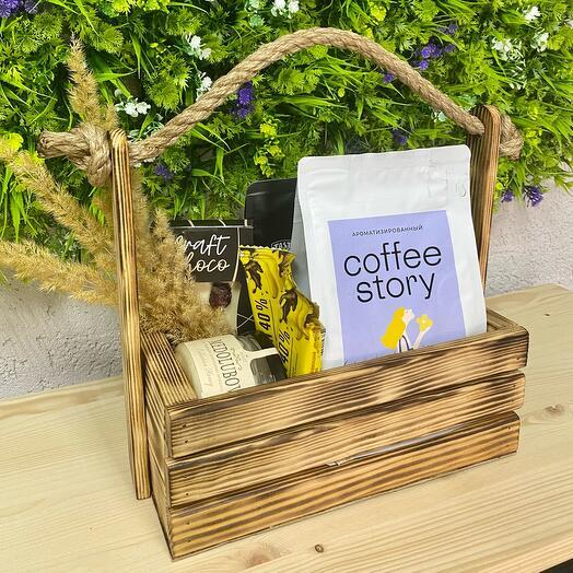 Набор из кофе и сладостей в деревянном боксе
