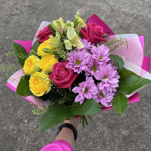 Букет из роз, хризантем, алстромерии