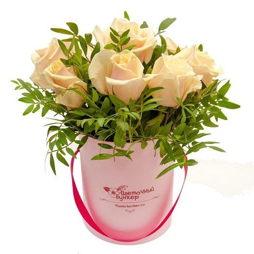 Розы в шляпной коробке Малышка в розовом: букеты цветов на заказ Flowwow