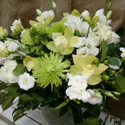 Свидание на мосту: букеты цветов на заказ Flowwow