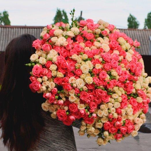 101 кустовая роза Персиковый щербет: букеты цветов на заказ Flowwow