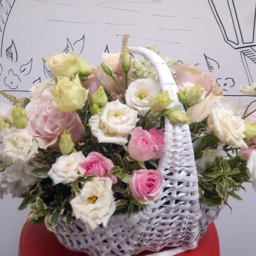 Корзина нежных цветов: букеты цветов на заказ Flowwow