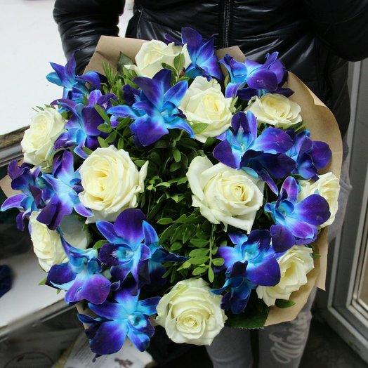 Синие орхидеи и белые розы: букеты цветов на заказ Flowwow
