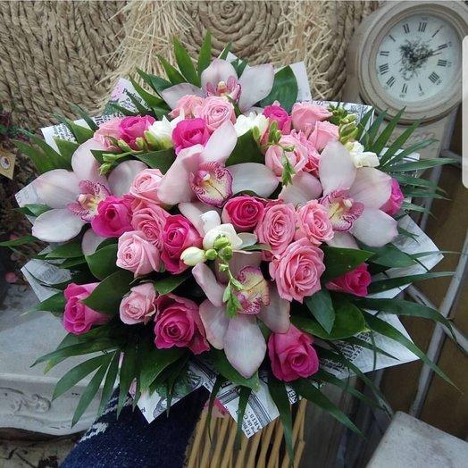 Букет с розами и орхидеями: букеты цветов на заказ Flowwow