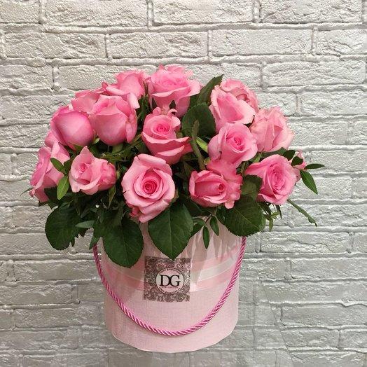 Большой розовый сад