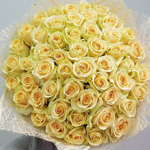 49 кремовых роз : букеты цветов на заказ Flowwow